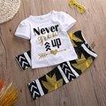 """Crianças Baby Girl Roupas Conjuntos Meninas """"Never Grow Up"""" T-shirt e Calças Roupa Das Folhas de Bordo"""