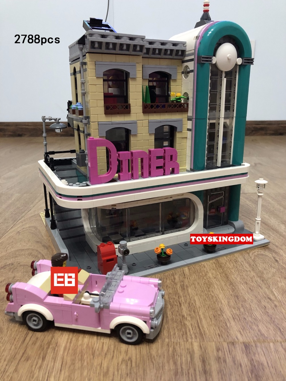 Hot city street view downtown diner building block Waiter cook figures Cabriolet Vintage car bricks 10260 toys for kids gifts