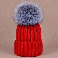 Stylowe ciepłe zimowe czapki kapelusz z jakości duży rozmiar szary szop pies piłka futro kobiety badger fur piłka kapelusz z dzianiny dla pani