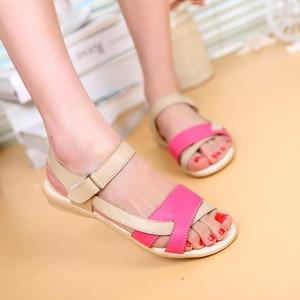 Image 5 - Beyarne女性のカジュアル本革サンダルフラットヒール夏の靴女性パッチビーチ靴ビッグサイズの母の靴