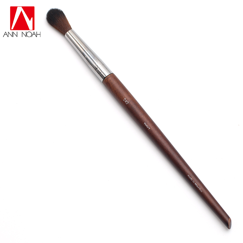 Professional Makeup Artist Long Slender Wood Handle Wavy Hair NO. 242 Long Large Rounded Slightly Flared Eye Blender Brush new arrival make up professional brand luxury classic wood handle wavy hair lightweight no 130 large dome shaped powder brush