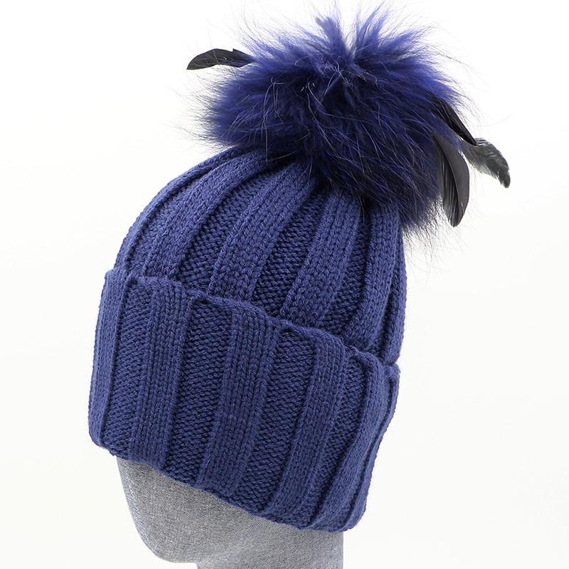 GZHILOVINGL épaissir tricoté chapeaux rayé bonnets casquette 2017 hiver chapeau naturel raton laveur fourrure pompon avec plume amovible chapeau Gorros - 4