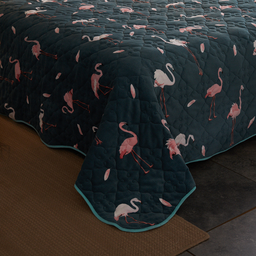 2018 Flamingo Dark Green Print Quilting 3pc Bedspread Set Pillowcases Microfiber Polyester Stitching Bedlinens Coverlet Bedsheet in Bedspread from Home Garden