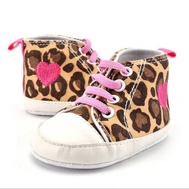 Meninas do bebê Primeiro Caminhantes 2017 Primavera Nova Moda Casual de Algodão Leopardo Tênis Brilhantes Sapatos Da Menina Recém-nascidos Durante Toda a Temporada de 11-13 cm