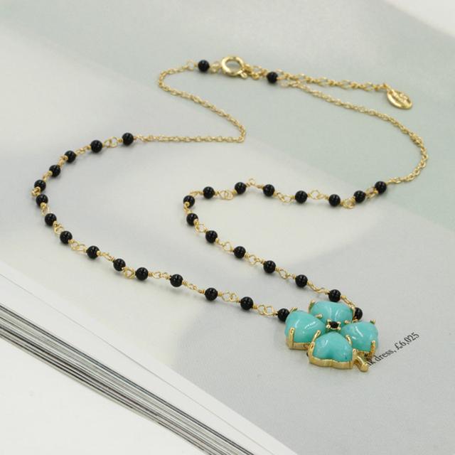 Les Nereides elegante flor del trébol collar de ágata negro chapado en oro de cobre esmalte Lucky collar suéter del todo fósforo