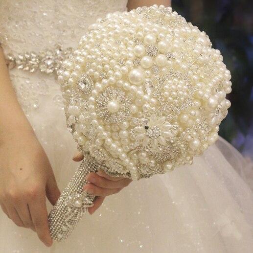Aliexpress compre white pearl bridal bouquet custom crystal white pearl bridal bouquet custom crystal luxury wedding bouquet handle curd sparkling bride s spherical junglespirit Choice Image