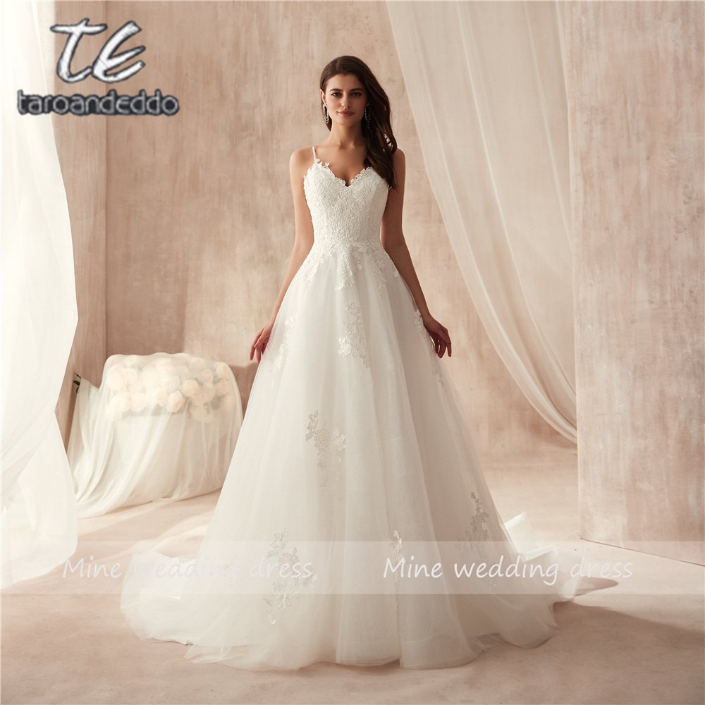 Spaghetti Straps Applique Lace A line Wedding Dress vestido de festa longo de luxo Bridal Gowns New Fashinon 2019 New-in Wedding Dresses from Weddings & Events
