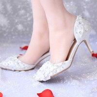 Великолепный горный хрусталь кружева невесты Представительская обувь Острый носок туфли из сатина для невесты белый цветок на среднем каб