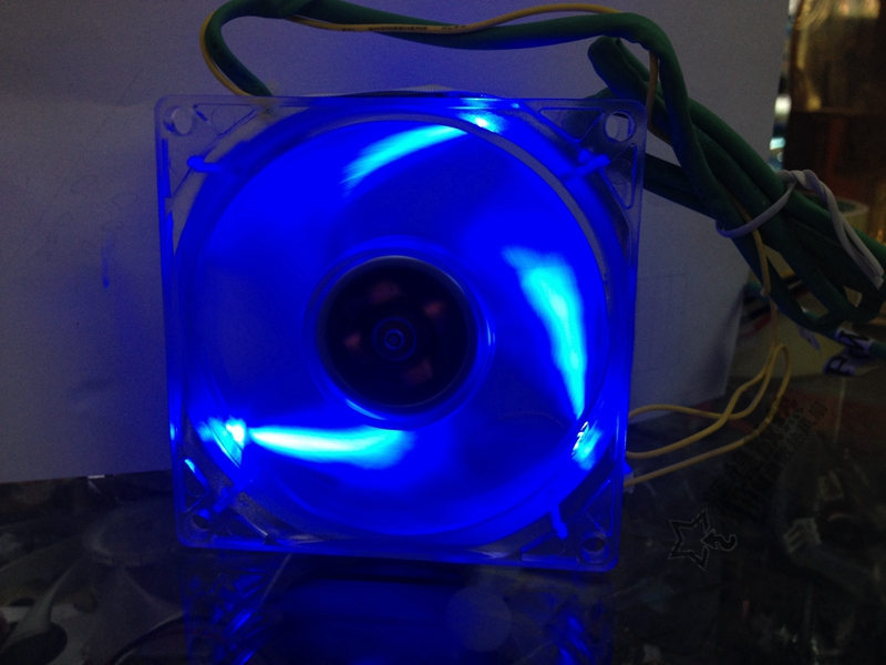 все цены на NEW FOR EVERFLOW Thermaltake TT-9225 9025 12V 9CM LED silence cooling fan онлайн