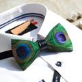 Nuevo Envío de la manera 2016 de Los Hombres ocasionales masculina Hecha A Mano de plumas de pavo real regalo de boda pajarita PARTY party Europa promoción