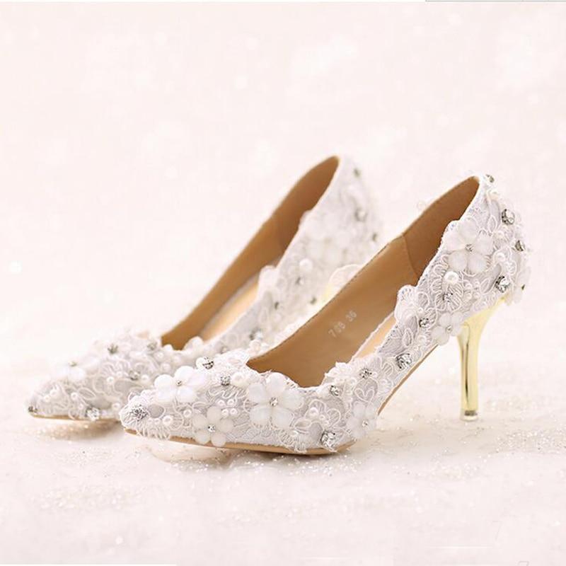 3c261fff5c130 رومانسية الدانتيل الأبيض زهرة أشار تو الخنجر كعب حذاء العروس الفاخرة اللباس الرسمي  الأحذية سيدة كعب حذاء الزفاف حزب الحدث