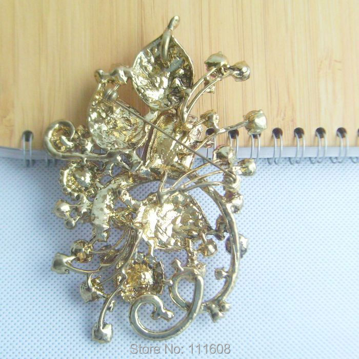Vintage Style Pink Crystal Rhinestone Flower Brooch In gold ... 7d525e11940c