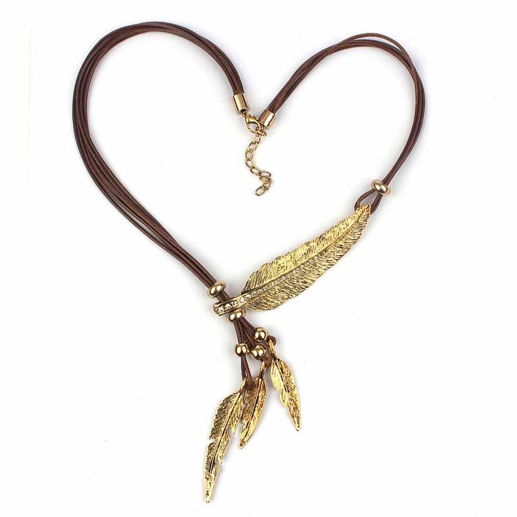 Dames plume feuilles 2020 nouvelles goujon multi-couche gland noir cuir corde collier clavicule chaîne délicat pull collier