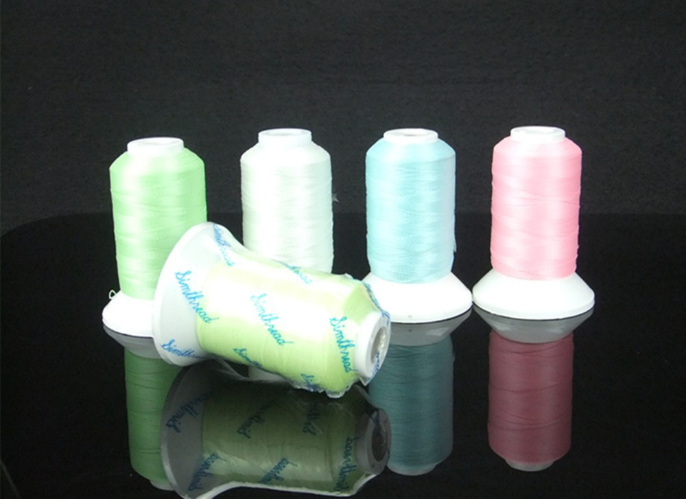 Glow in Dark Šūšana Izšūšanas mašīna Thread Filament Luminated Dzija Poliestera 500m * 5,150d / 2 Mazgājams Eco-Friendly Recycle