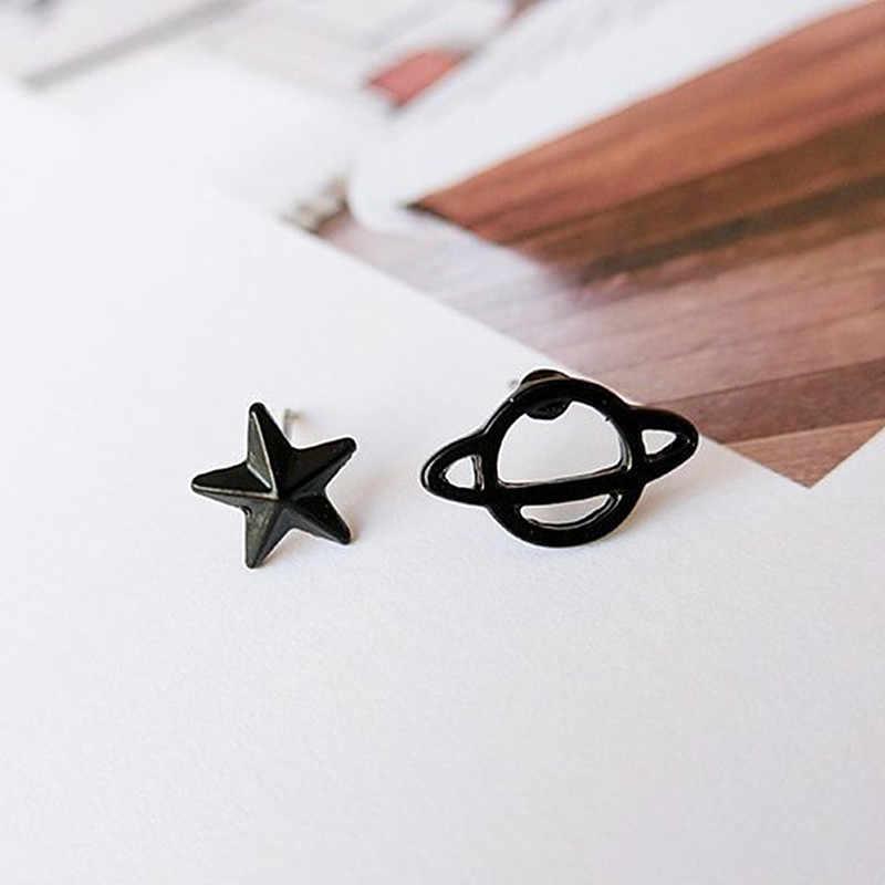 Mannen Harajuku Pistool Zwarte Asymmetrische Kleine Oorbellen Star Hollow Planeet Piercing Oor Stud Voor Vrouwen Sieraden Een Richting