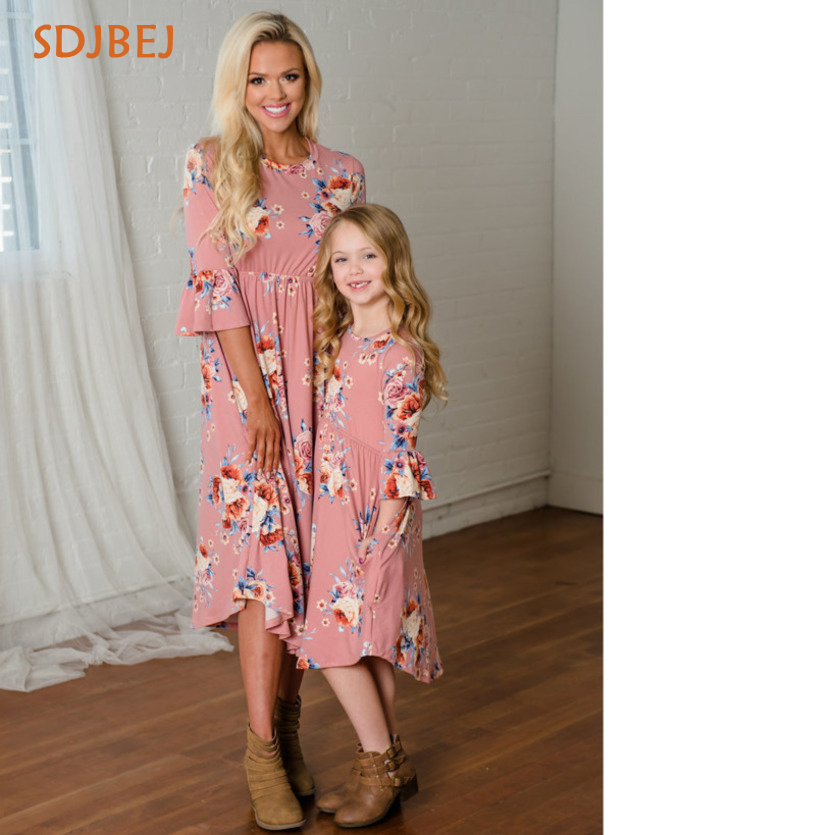 Mom And Girls Dresses Couple Look Stripe Family Matching ...