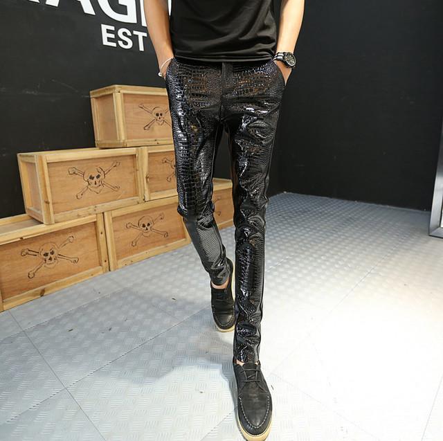 2016 Otoño Invierno Casual Pantalones Lápiz personalidad cremallera Negro harén delgadas para hombre de piel de Serpiente de Imitación de Cuero pantalones pitillo
