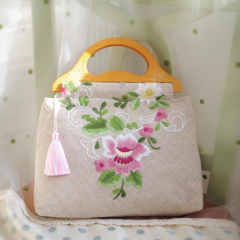 2017 nouveau femmes sac à main vente chaude femmes épaule rabat sacs en bois poignée gland à la main sacs brodés pivoine cerisier fleurs