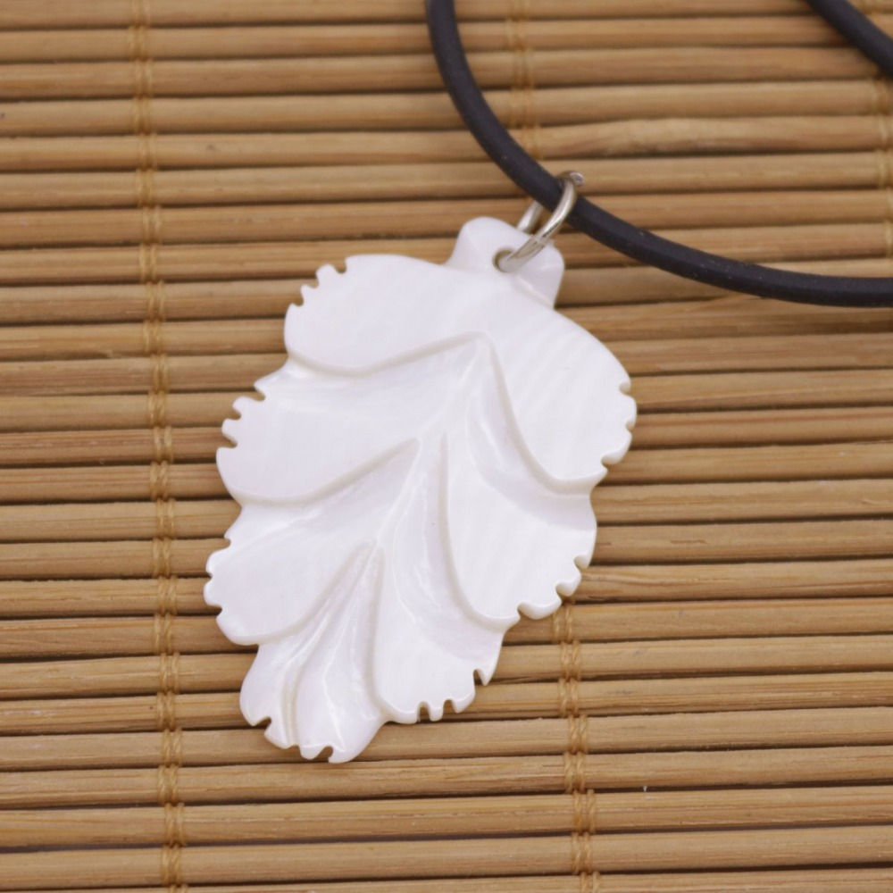 "Купить с кэшбэком Leaf Shell Pendant Natural White Mother of Pearl Necklace 18"" Jewelry 25mmX38mm"