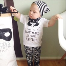 Baby boy одежда Новое Лето девочка одежда устанавливает Хлопка с коротким рукавом 2 шт. костюм Верх + Брюки Кошмар Перед Nap Время Печати
