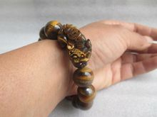Size: 1.4 cm */Chinese manual sculpture tiger's eye can scale.Kirin bracelet