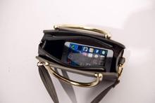 Free shipping, 2018 new woman handbags, trend leisure messenger bag, simple Korean version women bag, retro geometric flap.