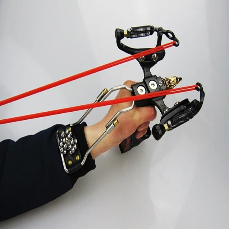 2018Outdoor hunting powerful multifunctional laser torch catapult stainless steel hunting catapult camping outfit judge g5 slingshot hunting powerful catapult camouflage stainless steel hunter aluminium alloy sling shot with clamp and laser