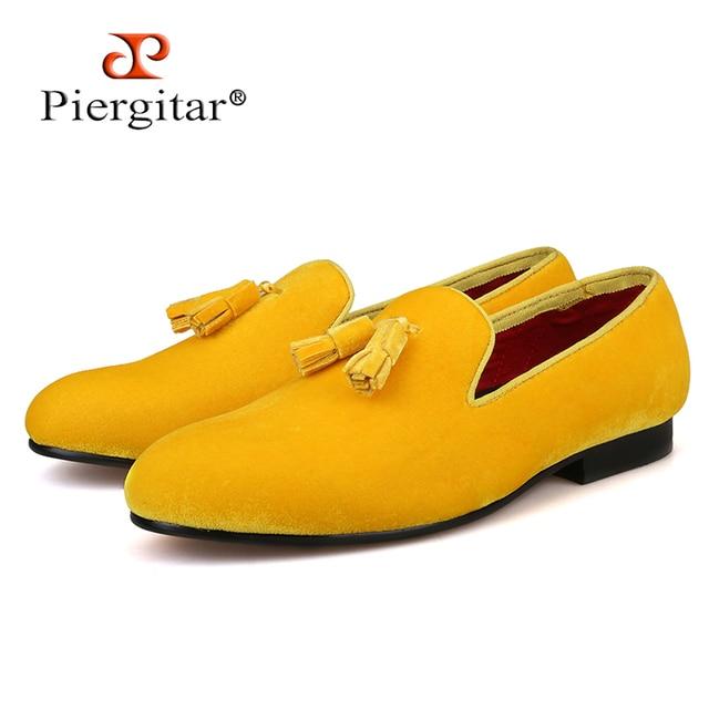 Piergitar 2018 multiple colour men velvet shoe with velvet tassel Party and Wedding men dress shoes British style men loafers