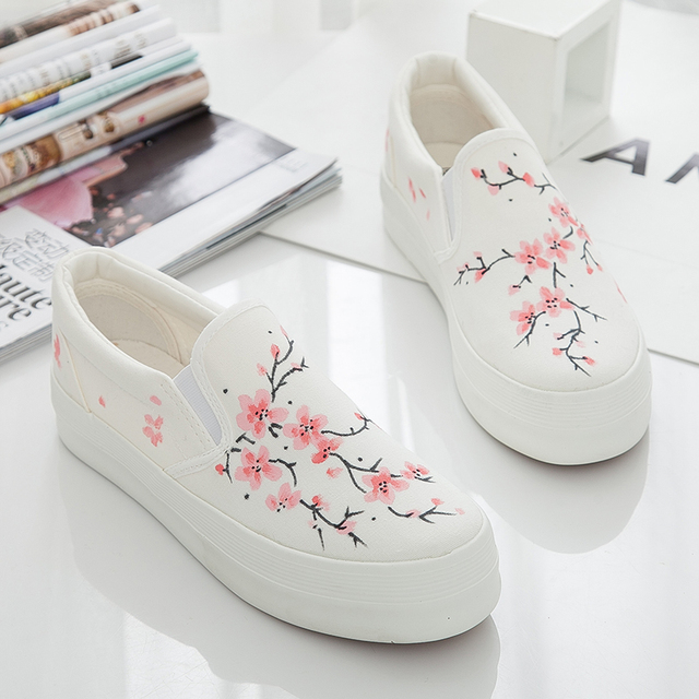 Women canvas shoes casual Lace shoes women Hot fashion printed platform shoes