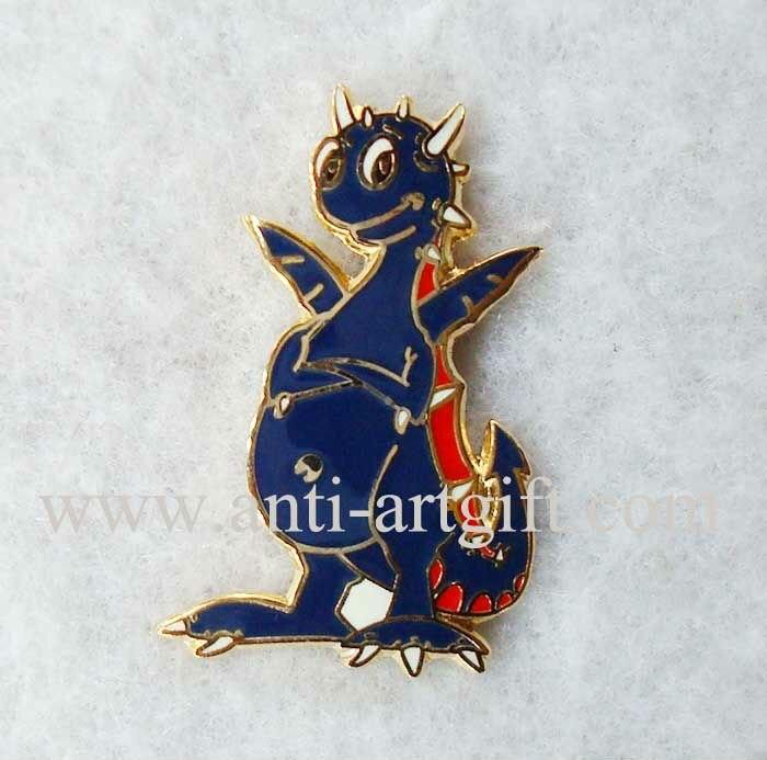 Пользовательские 3D дизайн эмблема Прекрасный черный дракон шпильки твердая Эмаль индивидуальный размер золотое покрытие животных