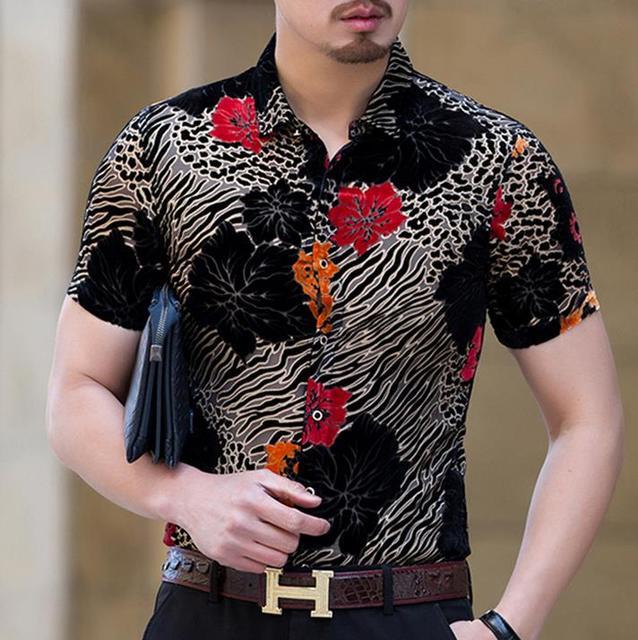 new concept 913c8 1b6b7 US $36.1 5% di SCONTO Mens Estate Camicie di Seta Fiori Stampa Leopardo  Velluto Camicie Casual da Uomo Manica Corta Vestito Sexy Camice di Modo ...