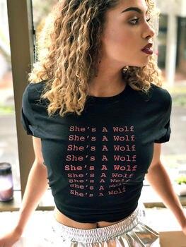 Elle est un loup fille Power Shirt féminisme féminisme féminisme Tee Anti Trump Tumblr chemise vêtements pour femmes cadeaux pour elle nouvelle fille