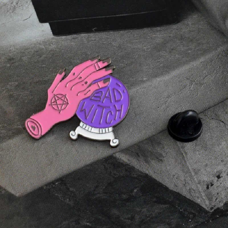 安い愛バッジピン魔女クリスタルボール魔法猫チューインガム金属エナメルブローチかわいいトレンディなジュエリーアクセサリーギフト