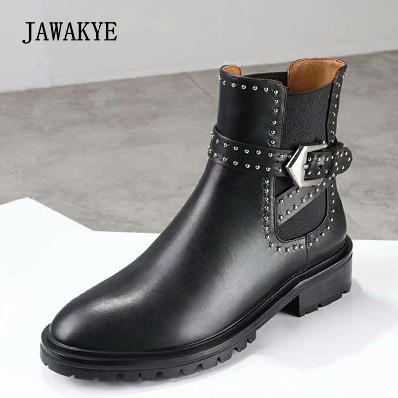 все цены на 2018 British Style Chelsea Boots Woman Round Toe Rivet Silver Buckle Flat Ankle Boots Woman Fashion Martin Boots онлайн