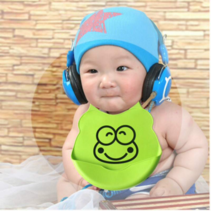 1PC newborn cartoon waterproof aprons Baby Bibs new design Baby bibs waterproof silicone feeding baby saliva towel