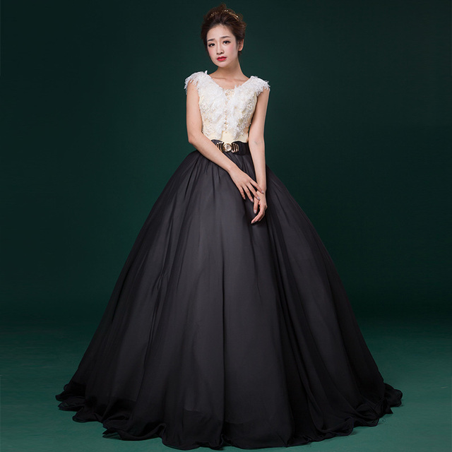 Sweet Balck/White Sleeveless Lace Appliques Ball Gown v neck Stage ...