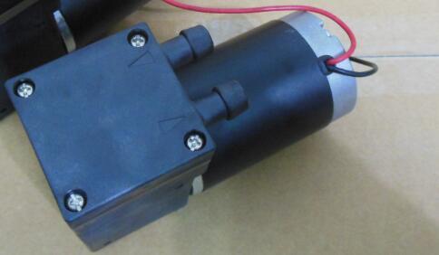 Mini pompe à air/vide dc silencieux 24VDC Micro pompe à Piston mini pompe à air haute pression 400kpa débit élevé 33L/M light650G petite taille