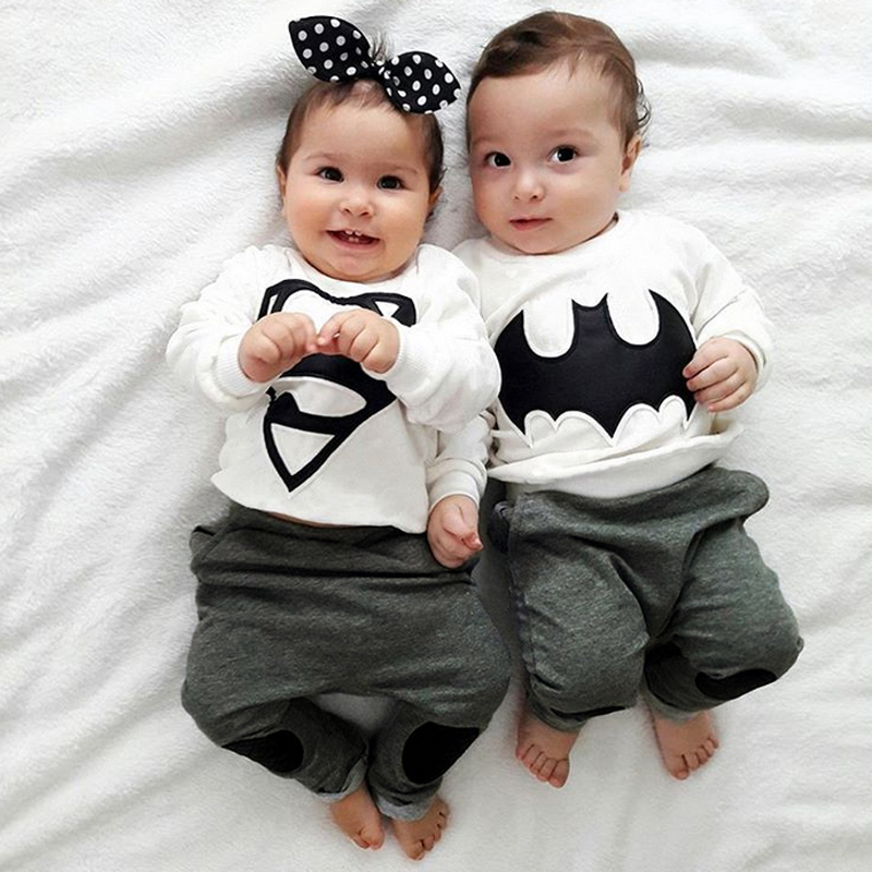 2018 verano niños y niñas traje de bebé Superman y Batman ropa de bebé de dibujos animados traje de manga larga para gemelos