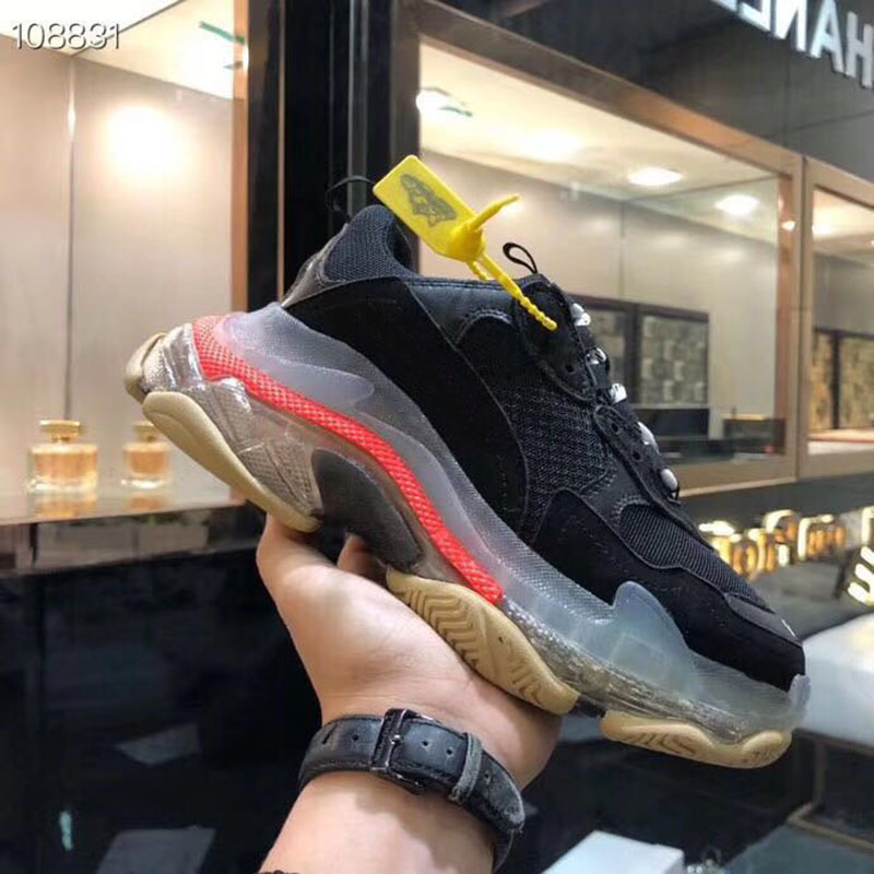 2019 Lovers Running Shoes New Breathable Mesh Super Light Sneakers Women Men Sneakers Women Running Shoes 35 45