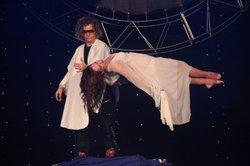 Levitation Spontus 360-Zaubertrick, Illusionen, Große Magie Pops, Bühne, Spaß, Professionelle Zaubershow, klassische Magia