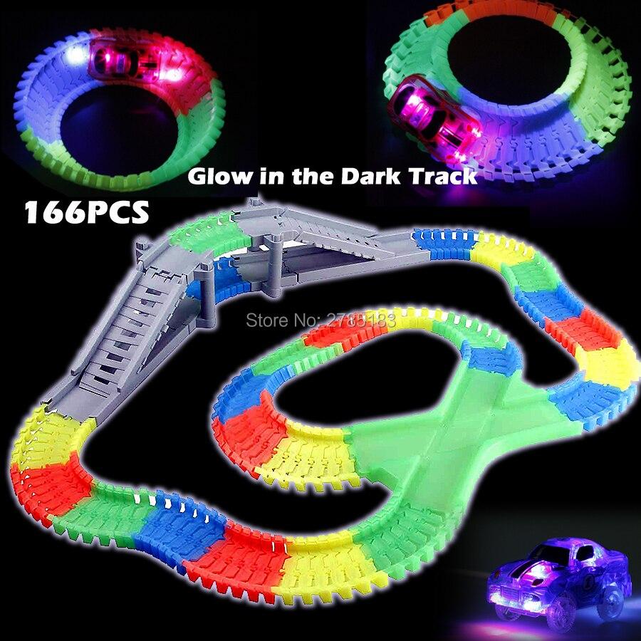 166 PCS Slot Créer Une Route DIY Lueur piste de course Flex Plier pistes avec 1 pc Électrique LED Light Up De Voiture Jouets Éducatifs Pour enfants