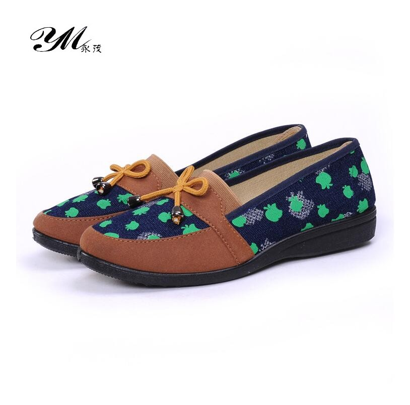 YM 2018 Fashion Embroidered Shoes Women Casual Canvas Round Toe Flat Lazy Shoes Garden Slip-on Anti-slip Mother Cotton Shoes blue and white canvas anti static shoes esd clean shoes pharmaceutical shoes work shoes add cotton