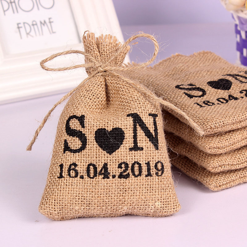 50PCS 10 14Cm Personalized Burlap Hessian Drawstring Bag Custom Name Bags Gifts Packaging Pouchs Small Wedding Gifts for Guests