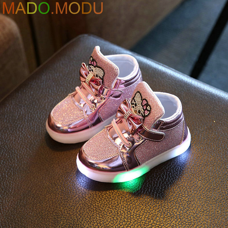 Kids Casual Lighted Shoes 2017 New Brand Girls Glowing Sneakers Children KT Cats Shoes With Led Light for Baby Girl Lovely Boots