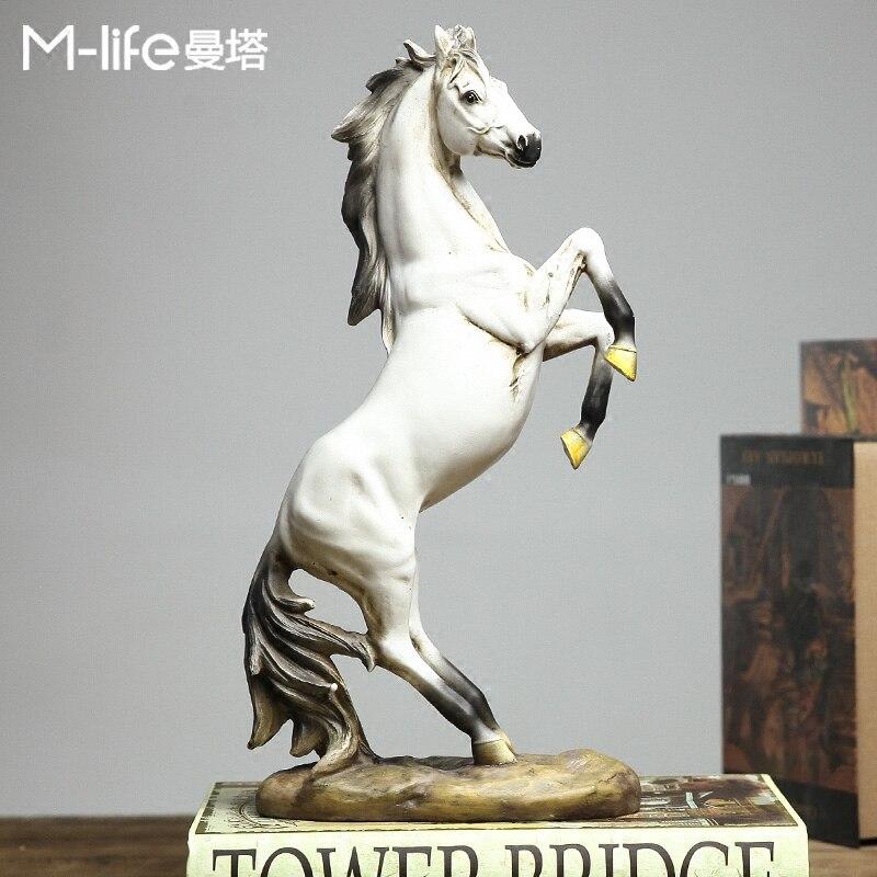 Accessori di Decorazione Della casa Moderna Destriero Figurine Ufficio di Visualizzazione della Finestra War Horse Articoli Di Lusso del Regalo di Opere D'arte