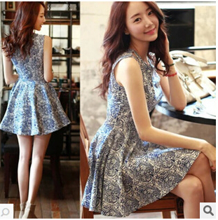 2d4d7151758 2015 Blue and white porcelain pleated one-piece dress floral print  spaghetti strap sleeveless tank dress