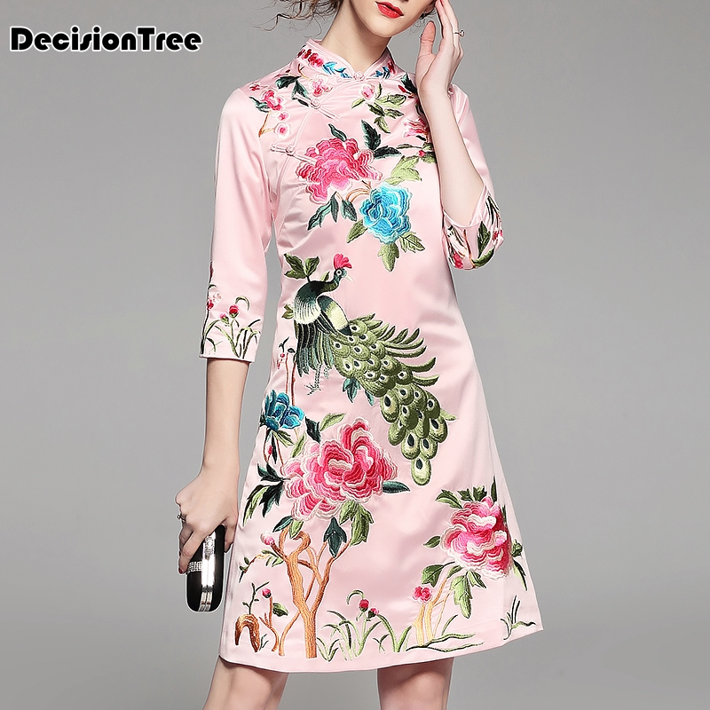 2020 Women's Embroidered Satin Cheongsam Dress Women Half Sleeve Vintage Elegant Lady Loose Embroidery Qipao Dress Chinese Dress