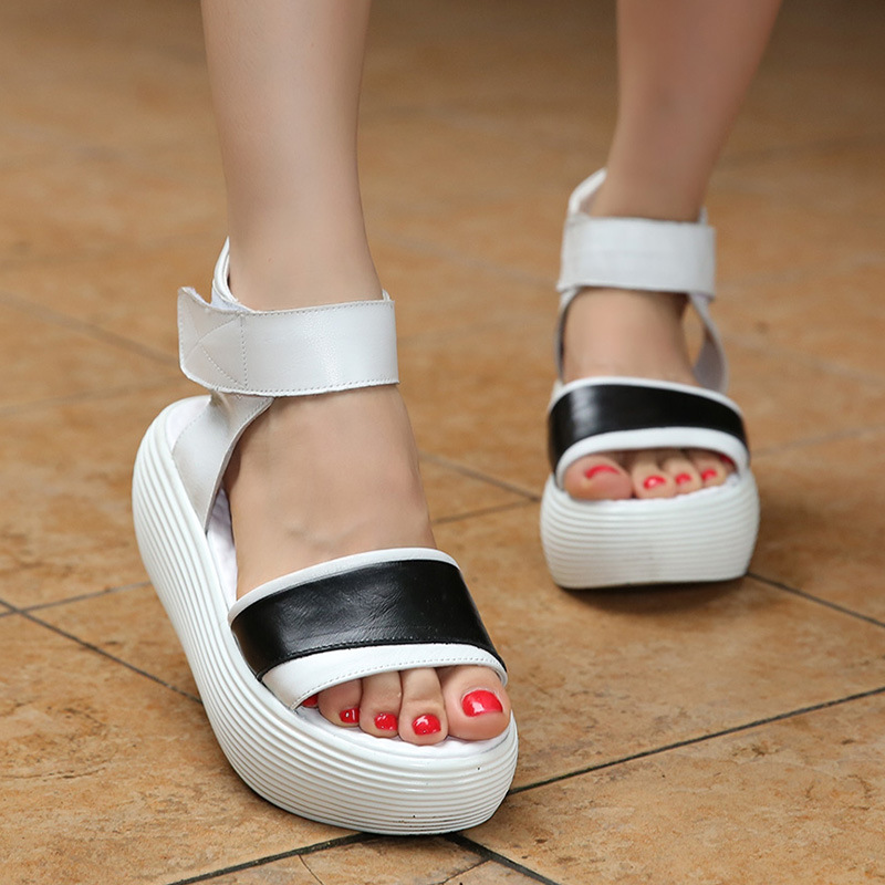 ФОТО Women Shoes Genuine Leather Soft Outsole Thick Flat Shoes Woman Flat Sandals 2017 New Fashion Casual Comfortable Women Sandals
