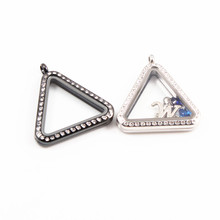 цена на 30MM Silver and  black Stainless Steel Triangle Shape Magnet Floating Locket Pendant for DIY Jewelry
