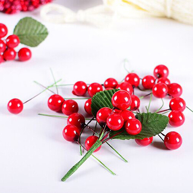 100pcs Christmas Crafts Artificial Red Holly Berry Christmas Tree